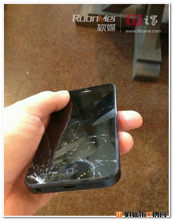 砸得很带感:iPhone5/Galaxy S3的基情碰撞