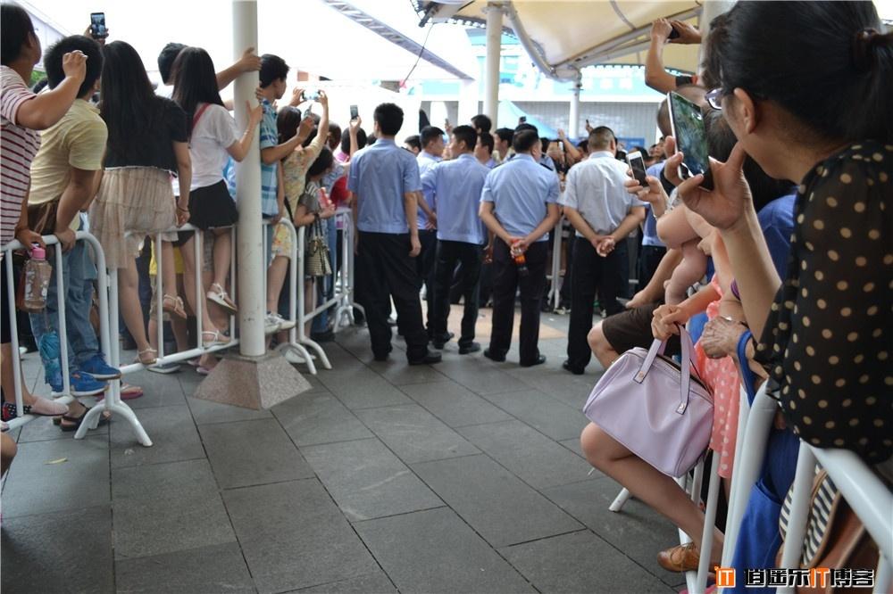 【组图】下午3点宅男女神林志玲亲临蛇口沃尔玛