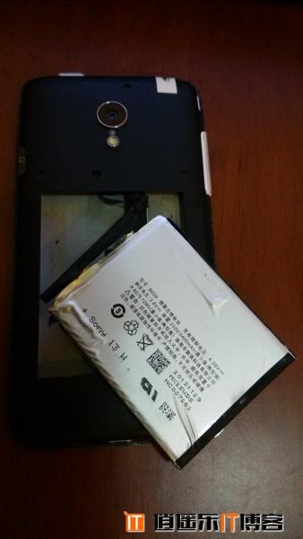 暴力跌落测试之小米手机MI3 vs 魅族MX3 看看谁更强悍