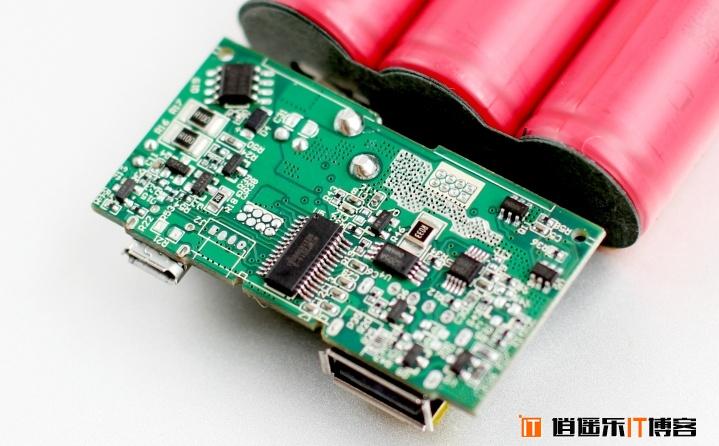 移动电源界的黑马 ANKER QC2.0移动电源拆解详细体验评测